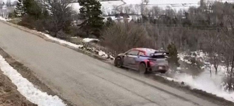 El violento accidente del piloto Ott Tänal en el Rally de Montecarlo 1