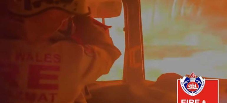 Bomberos Australianos atrapados por el fuego en su camión 6