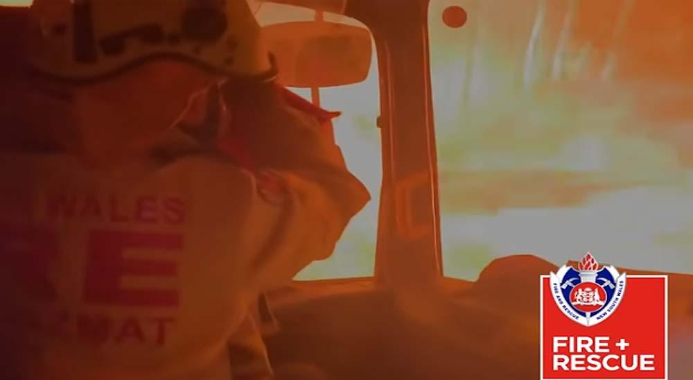 Bomberos Australianos atrapados por el fuego en su camión 16