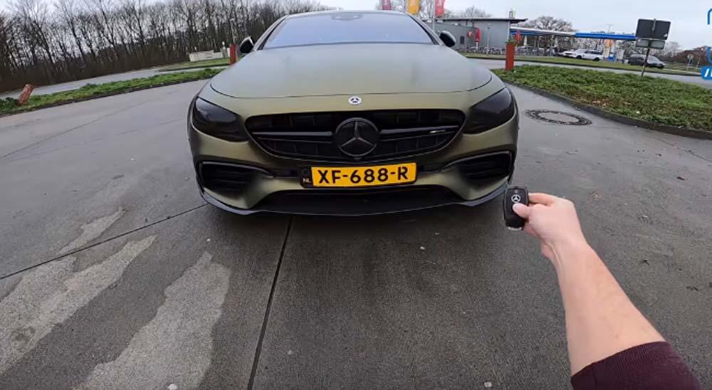 Poniendo un Mercedes E63 AMG de 788 caballos a 307 por hora en la autopista