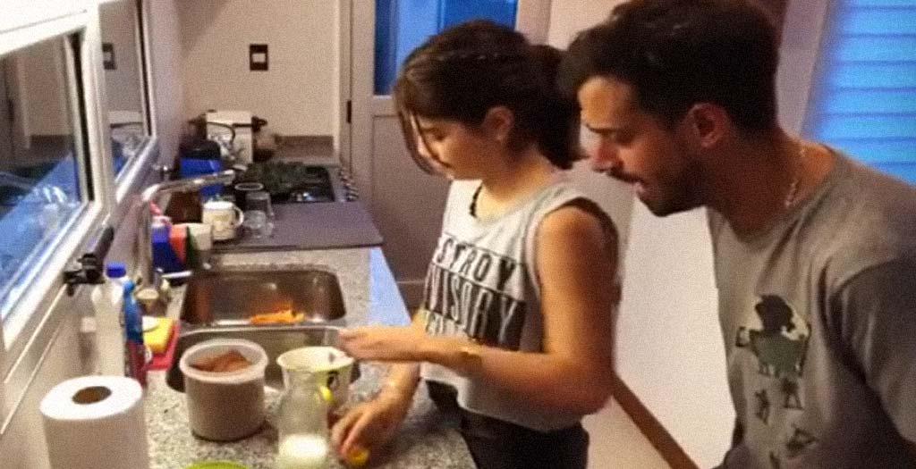 Retransmisión deportiva de como su hija se prepara un vaso de leche 2