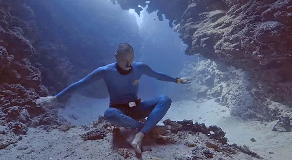 Buceando sin oxigeno hasta el fondo del mar