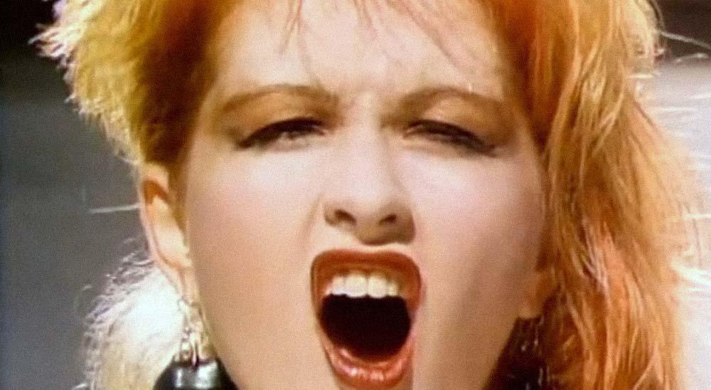 Cyndi Lauper cantando Girls Just Wanna Have Fun a capela 2