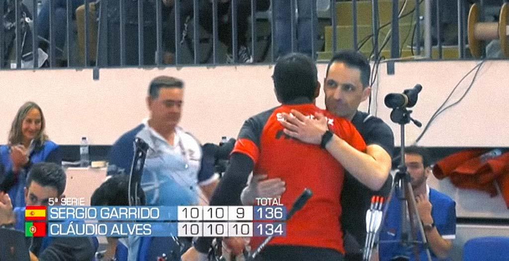 Menudo gesto de deportividad tiene el arquero Español Sergio Garrido