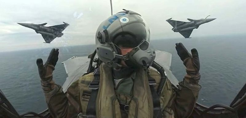 Pilotos Franceses surcan los cielos en estas maniobras de entrenamiento 1