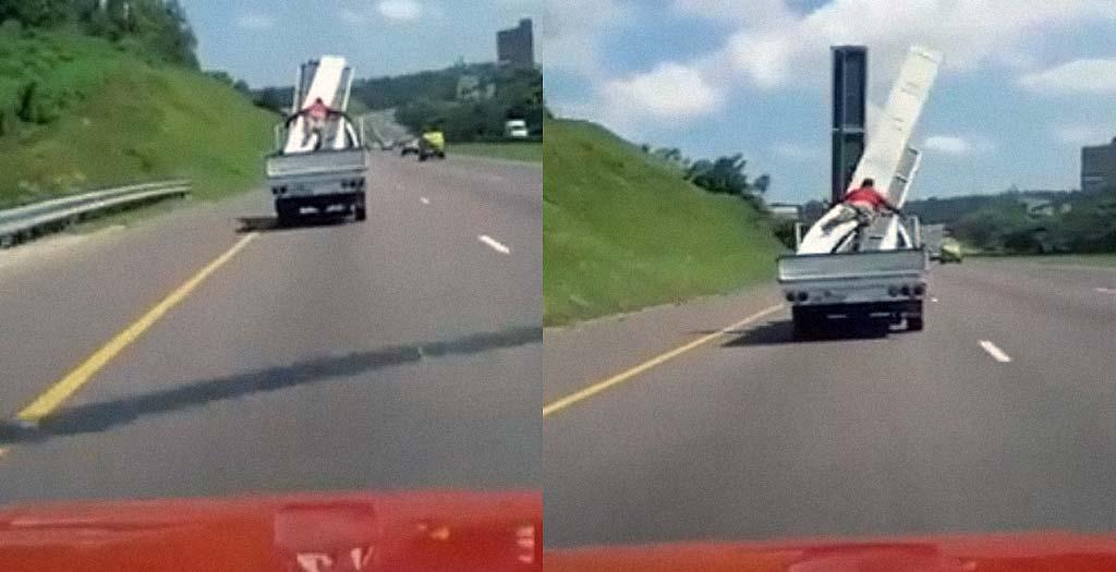 Fail sujetando la carga de la camioneta, ¿que puede salir mal?