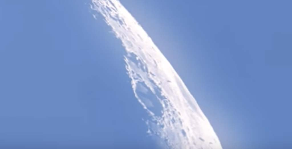 Graban unos ovnis en la Luna 1