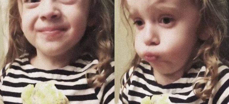 Esta niña prueba la comida de su madre y parece que no debe esta muy buena 4