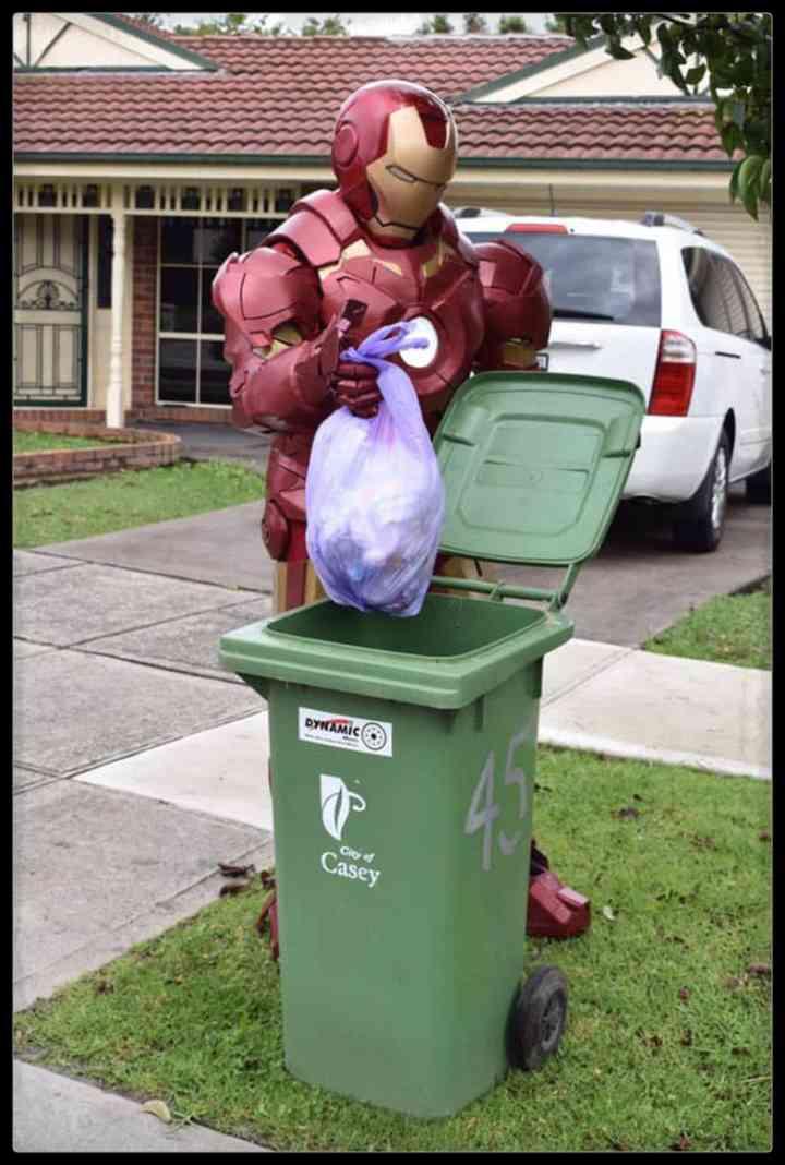 21 Personas que se disfrazan cada día para sacar la basura 18
