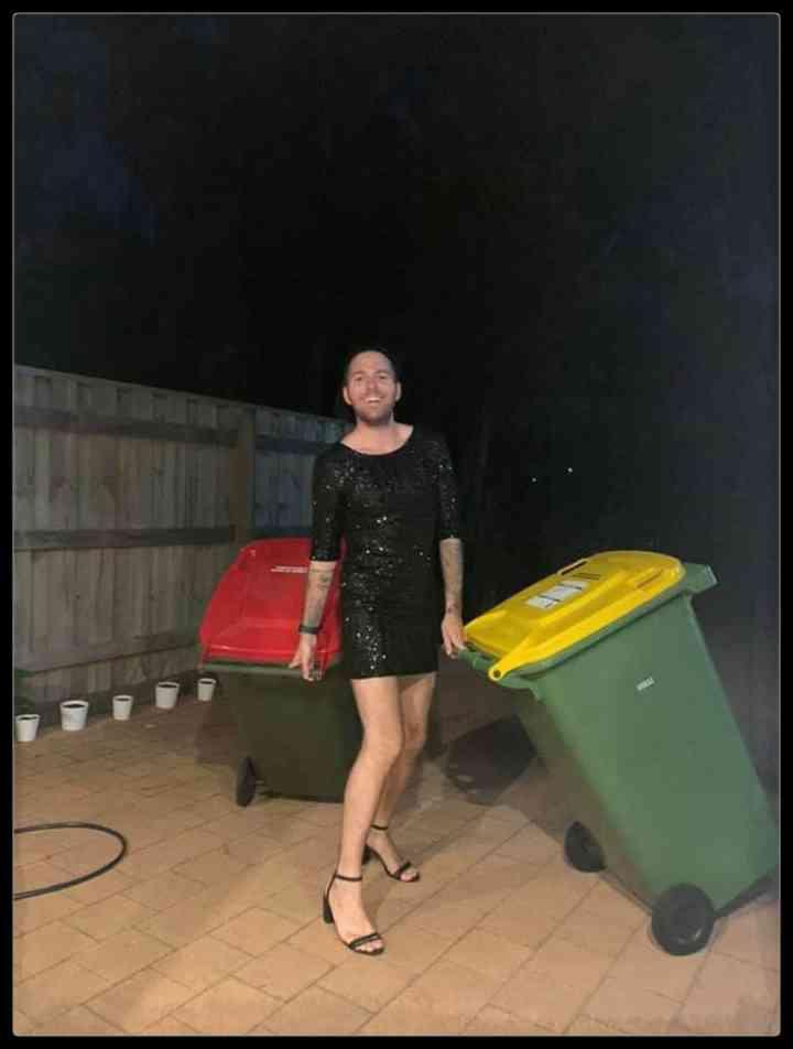 21 Personas que se disfrazan cada día para sacar la basura 19