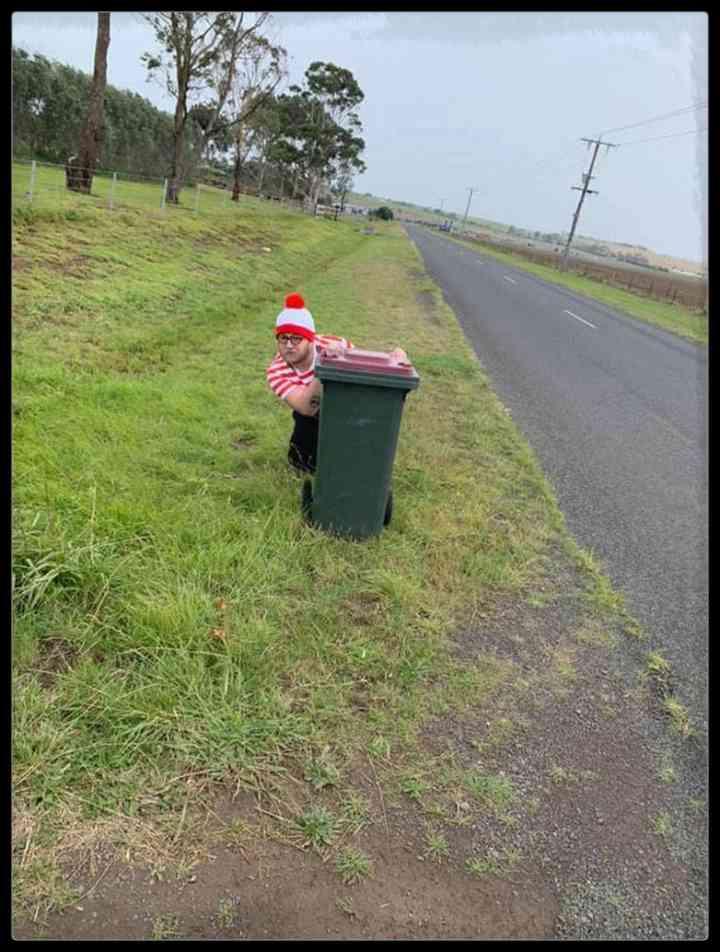 21 Personas que se disfrazan cada día para sacar la basura 4