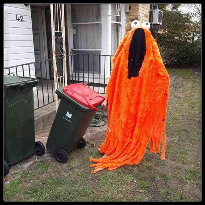 21 Personas que se disfrazan cada día para sacar la basura 6