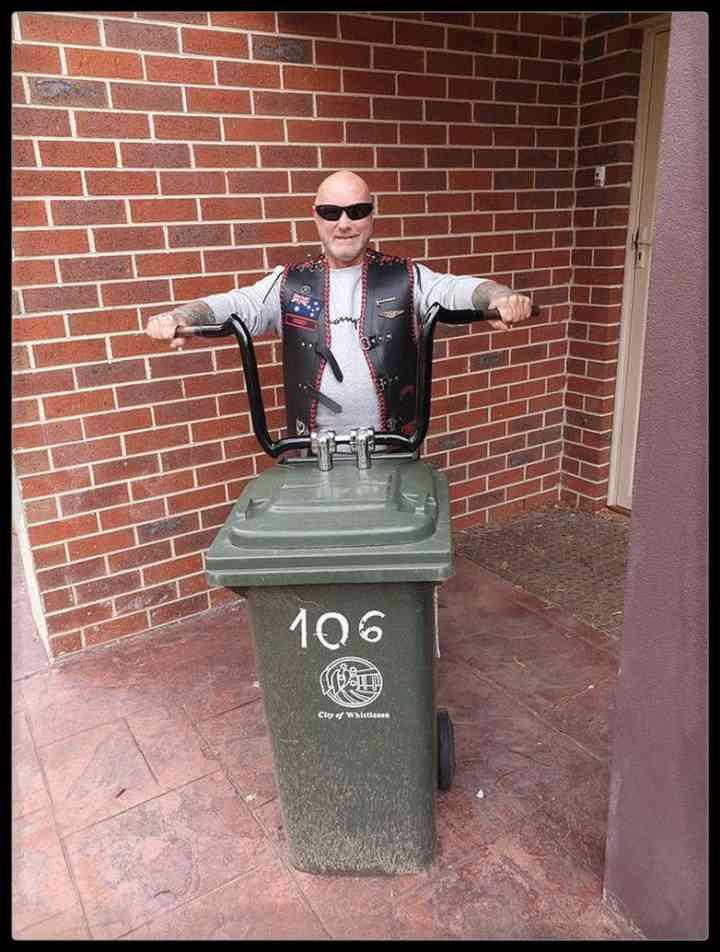 21 Personas que se disfrazan cada día para sacar la basura 14