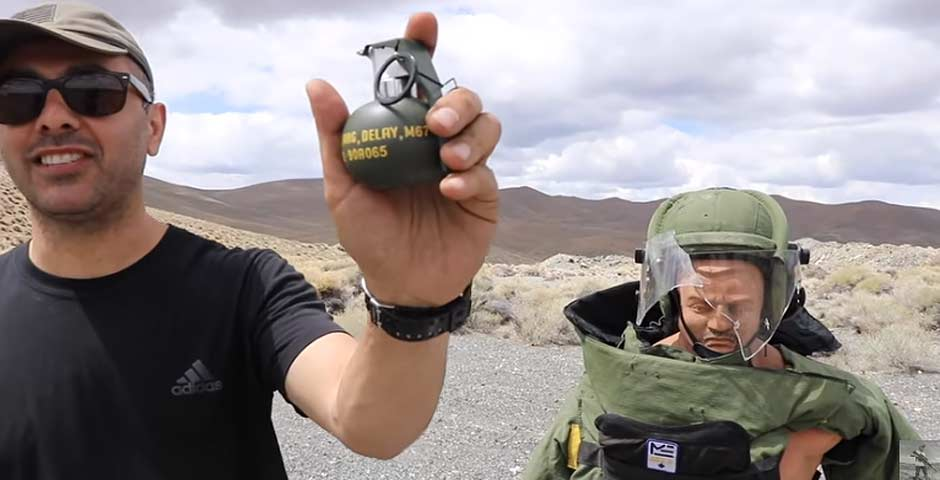 Probando el efecto de una granada en un traje de los que usan los artificieros 3
