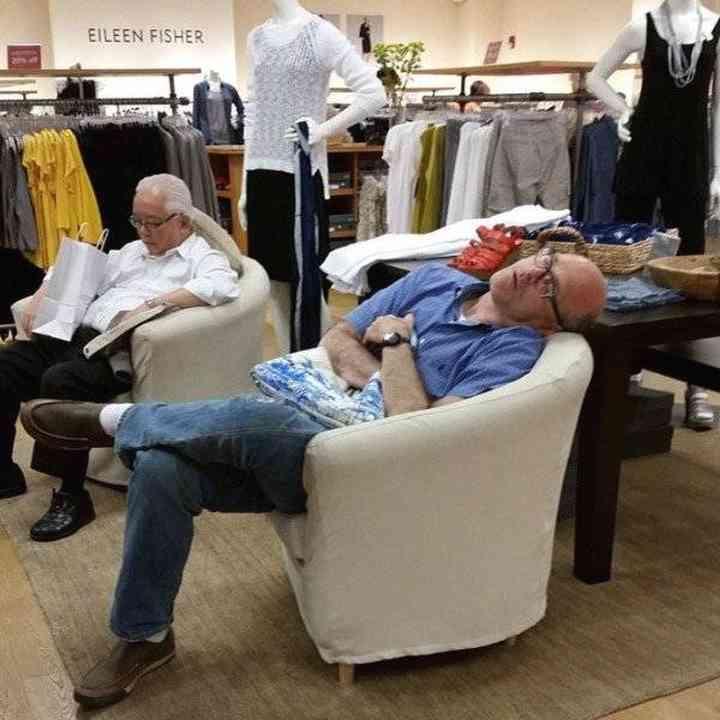 16 maridos que están hartos de ir de compras 10