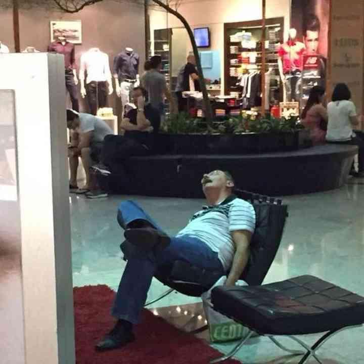 16 maridos que están hartos de ir de compras 11