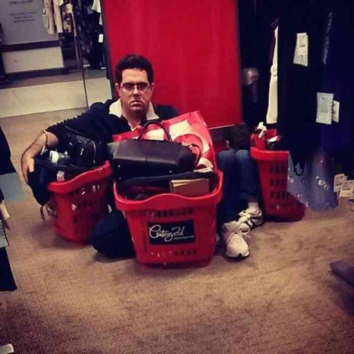 16 maridos que están hartos de ir de compras 15