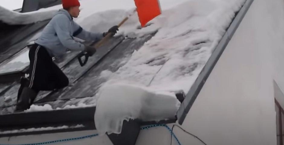 Los peligros de limpiar la nieve del tejado 3