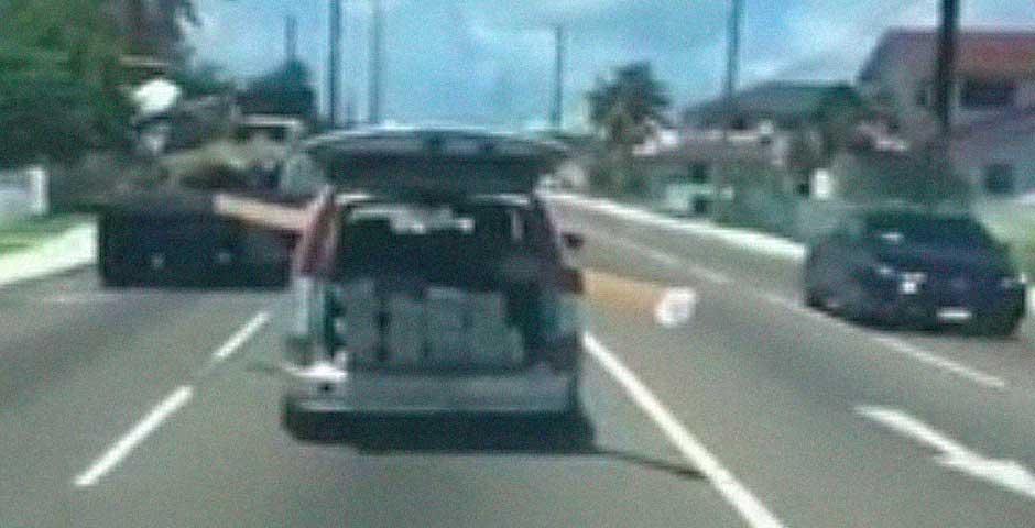 Transportar en el coche una viga de 4 metros no es buena idea 1